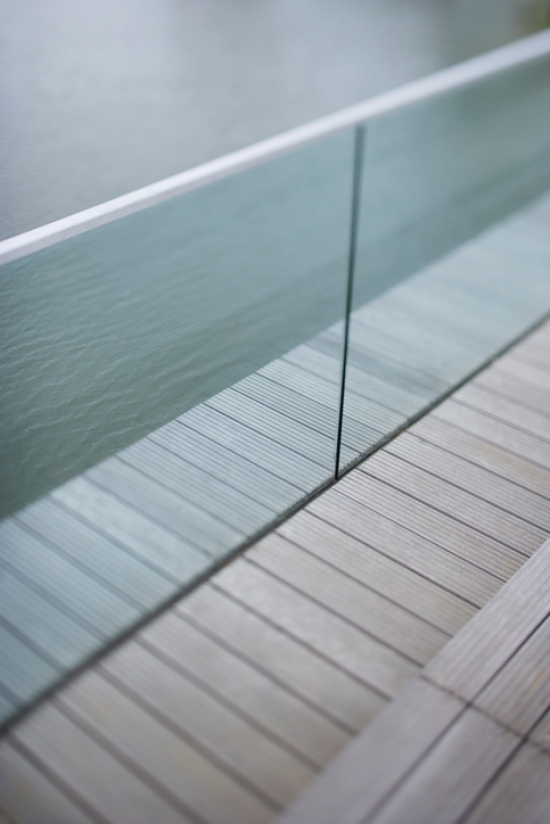 CLEANING GLASS RAILINGS