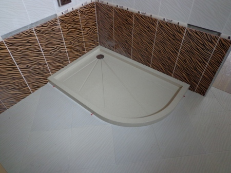 Oval shower tray of technical stone